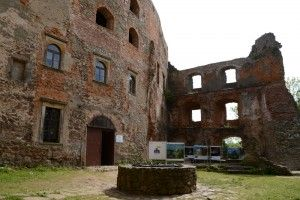 Zamek Grodno - studnia